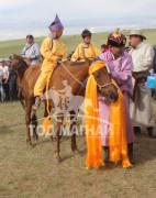 Тод манлай уяач Х.Бат-Эрдэнэ Даян түмний эх хүрэн морьтойгоо цоллогооны дараа