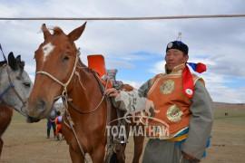Улсын морь баригч Баярлхагва: Төрийнхөө наадамд түрүүлж, айрагдсан хурдан буянгуудын алтан жолооноос атгана гэдэг ховорхон тохиох аз завшаан