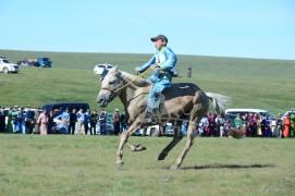 Тод манлай уяач Д.Ганбаатар: Монгол уяачийн бий болгосон адуу дэлхийн том уралдаануудад түрүүлдэг болоосой хэмээн хүсч байна