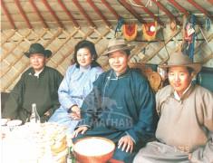 1999 онд залуу уяачид Их хурлын даргын хамт