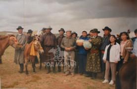2004 онд шар хээр морь аймгийн наадамд түрүүлээд байгаа нь