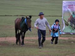 УЯАЧ Х.ГАРЬДМАГНАЙ: Морь, хүүхэд мэнд сайхан давхиад ирээсэй л гэж ЗАЛБИРДАГ ЮМ БИЛЭЭ