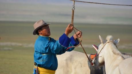 Монгол Улсын Сайн малчин, сумын Алдарт уяач Ч.ЦЭРЭНДАВАА: Ажаа минь надад ОЛОН САЙХАН ХУРДАН БУЯН ХАЙРЛАСАН