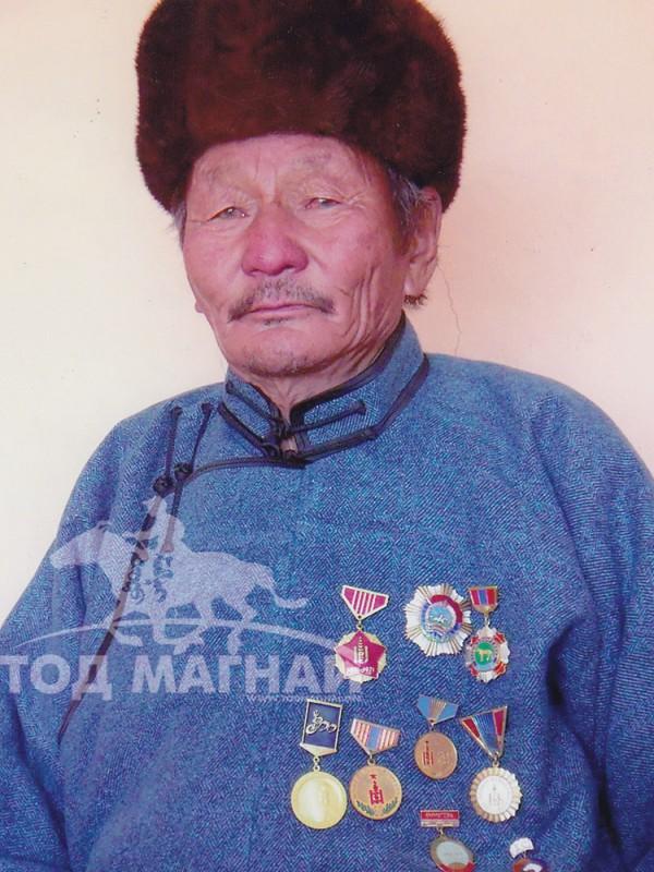 Монгол улсын алдарт уяач Шоовдор