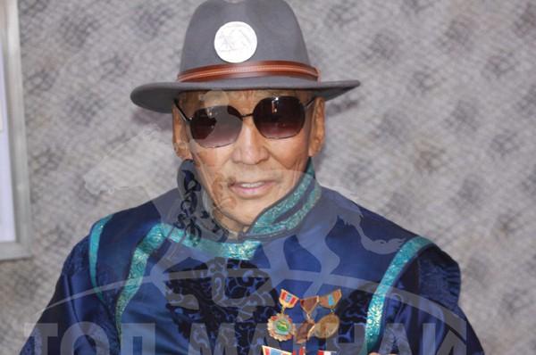 Монгол улсын алдарт уяач Сумъяа