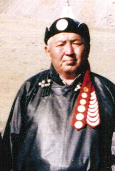 Монгол улсын манлай уяач Түвдэн